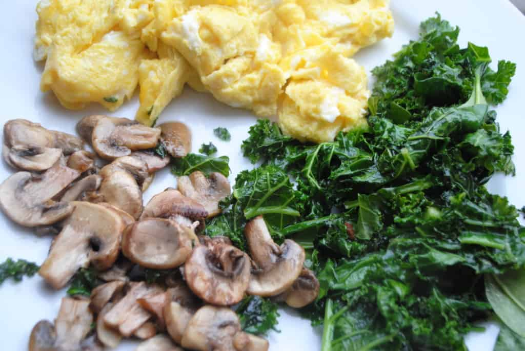 scrambled eggs with kale and mushrooms