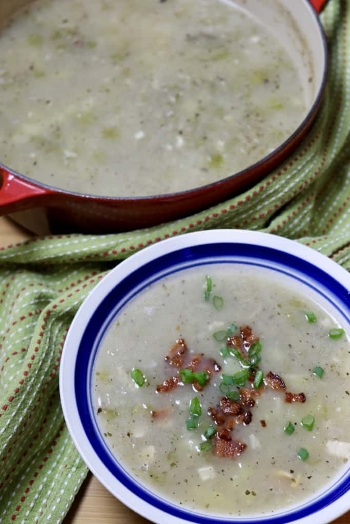 bowl of creamy clam chowder
