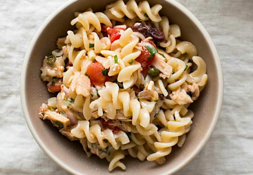 Mediterranean tuna pasta with canned tuna